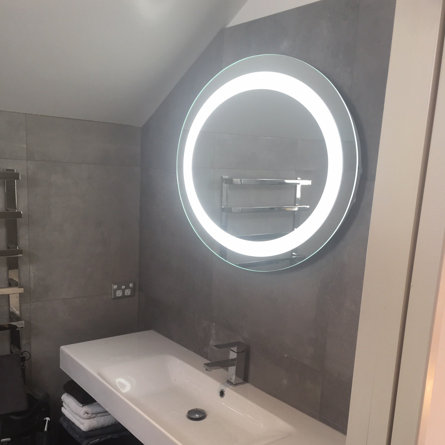 Round and Elliptical Mirrors with LED Light and Demister